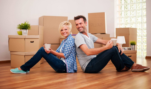 Couple moving with Holloway Storage Sydney